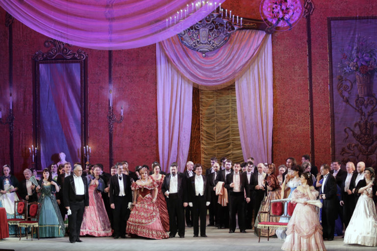 "Опера Джузеппе Верди ""Травиата"", в трех действиях"
