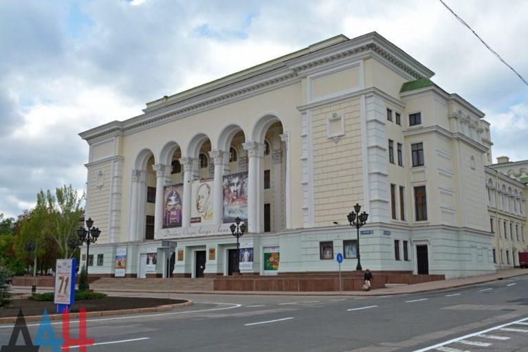 ДАН   Здание театра